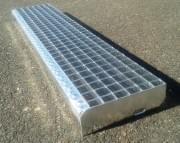 Svařovaný schodišťový stupeň ocelový + žárový zinek 1200 x 240 mm