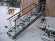 Lisovaný schodišťový stupeň ocelový + žárový zinek 600 x 270 mm