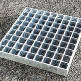 Podlahový rošt - ocel / 33.00 x 33.00 / 30.00 x 2.00 / 500.0 x 1000.0